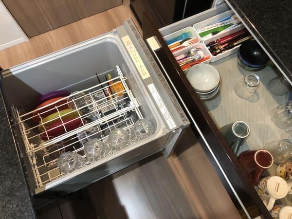 キッチン通路幅80㎝の食洗機とカップボードの位置